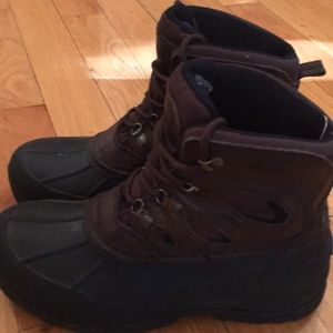Men's size 9 all weather boots in great condition!